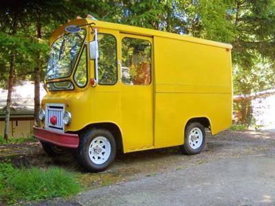Happy Yellow Jeep Fleetvan